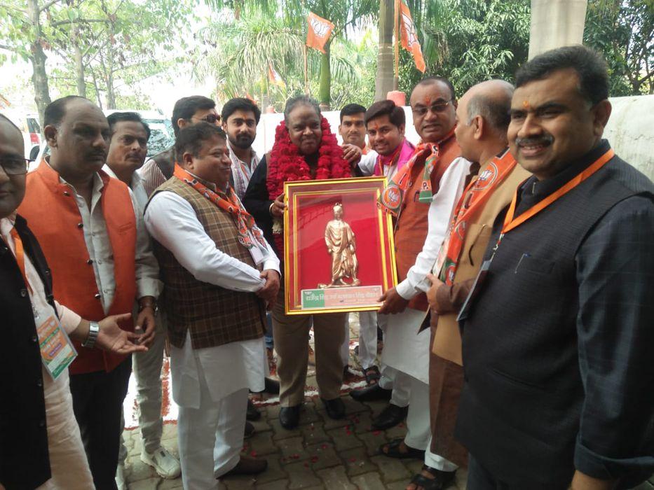 -अकबरपुर नगर पंचायत में औरेया रोड पर स्थित सरल द्विवेदी महाविद्यालय में भारतीय जनता पार्टी की जिला क