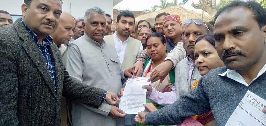 -कानपुर की अकबरपुर लोकसभा में किसानों की समस्याएं बढती जा रही है, उन्हें न तो उनकी फसलों के लिए उचित