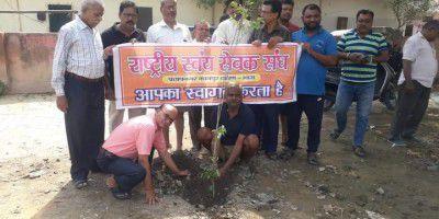- कानपुर के गुजैनी वार्ड 55 से पार्षद के रूप में कार्यरत अनिल वर्मा भारतीय जनता पार्टी से जिला सदस्