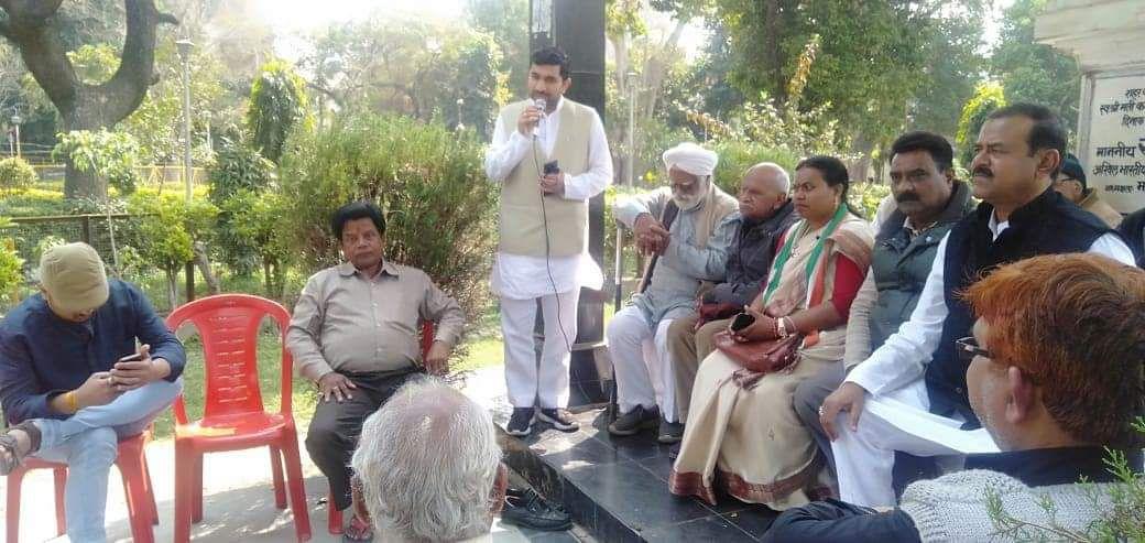 -कानपुर नगर ग्रामीण कांग्रेस के तत्वावधान में अशोक नगर वार्ड स्थित कमला नेहरू पार्क में स्वर्गीय कमल