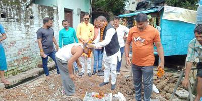 सआदतगंज के सुल्तानपुर गढ़ैया में सबमर्सिबल बोरिंग से स्थानीय निवासियों की जल समस्या होगी दूर