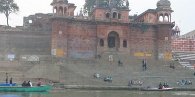 गंगा नदी और गीता – गंगा कहती है – बिना समर्पित भाव के व्यर्थ हैं करोड़ों की गंगा परियोजनाएं. अध्याय 17, श्लोक 21 (गीता : 21)