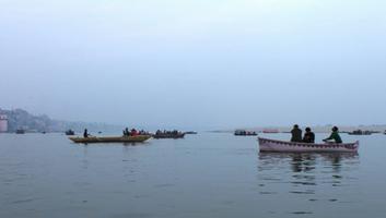 गंगा नदी - हिमालय जल-वायु का रक्षक, नियंत्रणकर्ता एवं संचालक है