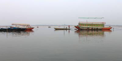 गंगा नदी और गीता – गंगा कहती है - बाँधों के कार्यों को प्रकृति से तालमेल कर सुधार लाने की आवश्यकता है. अध्याय 9, श्लोक 26 (गीता : 26)