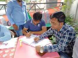 पार्षद कार्यालय पर जनहित योजनाओं के लिए लगाये गए शिविरों के लिए सहयोगियों को धन्यवाद