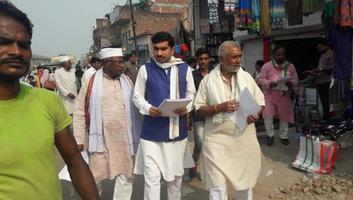 राजीव द्विवेदी - महाराजपुर विधानसभा में रमा देवी चौराहे पर बांटे गए भाजपा सरकार की नाकामियों के पत्रक