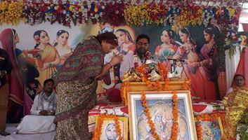 ज्योतिष्ना कटियार – अयोध्या नगर में हो रही श्रीमद भागवत कथा में किया व्यास पूजन