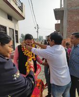 सआदतगंज स्थित भुइयन देवी क्षेत्र में विकास कार्य होने पर लोगों ने पार्षद का किया स्वागत