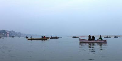 गंगा नदी और गीता – गंगा कहती है - मनुष्य के काम की पराकाष्ठा मेरे सतही जल के दोहन से परिभाषित होती है. अध्याय 16, श्लोक 12 (गीता : 12)