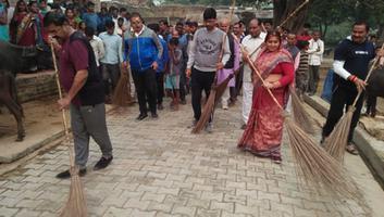 ज्योतिष्ना कटियार – नगर पंचायत अकबरपुर के वार्ड 3 शिवाजी नगर के तिवारीपुरवा गांव में सफाई अभियान