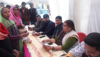 ज्योतिष्ना कटियार - नगर पंचायत अकबरपुर की टीम ने प्रधानमंत्री आवास योजना के अंतर्गत स्थानीय निवासियों को किया लाभान्वित