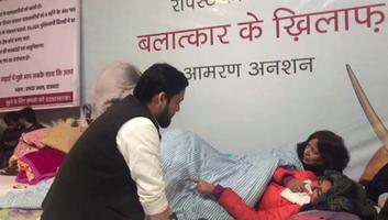 शिव प्रताप सिंह पवार - दुष्कर्म कानूनों में बदलाव को लेकर आमरण अनशन पर बैठी दिल्ली महिला आयोग की प्रमुख स्वाति मालीवाल से की मुलाकात