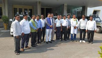 राजीव द्विवेदी - महापुरुषों की प्रतिमाओं और शिलालेखों पर पसरी गन्दगी के खिलाफ कानपुर नगर ग्रामीण कांग्रेस ने उठाई आवाज