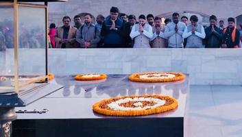 शिव प्रताप सिंह पवार -  नववर्ष के अवसर पर महात्मा गांधी समाधि स्थल जाकर लिया आशीर्वाद
