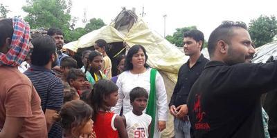 Veena Rawat_अपने पिता जी के पदचिन्हों पर चलते हुए एक नई पहचान स्थापित कर आज लखनऊ से जानी मानी भाजपा