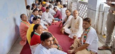 मोटर व्हीकल एक्ट एवं बिजली की बढती कीमतों के खिलाफ कांग्रेस ने कानपुर में किया प्रदर्शन