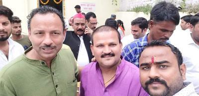 सपा नगर कार्यालय, लखनऊ में वरिष्ठ नेतागणों से वार्तालाप