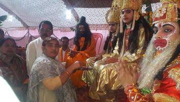ज्योतिष्ना कटियार - वार्ड 10 लोहिया नगर में हो रही श्रीराम कथा में की शिरकत