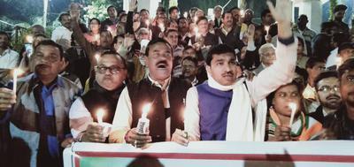 राजीव द्विवेदी - पुलवामा हमले के विरोध में कांग्रेस ने निकाला कैंडल मार्च, मौन धारण कर शहीदों को दी श्रद्धांजलि