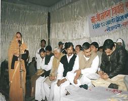 धार्मिक क्रियाकलापों में भागीदारी करती समाजसेविका लता तिवारी