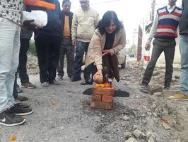 राजा बिजली पासी वार्ड में विकास कार्यों के उद्देश्य से सड़क निर्माण कार्य का शुभारंभ