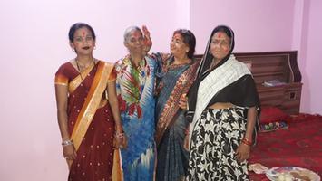 ज्योतिष्ना कटियार – महिलाओं को अबीर गुलाल लगाकर दी होली की रंगारंग बधाइयाँ