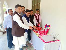 सपा पूर्व मंत्री आर के चौधरी के भाई के शांतिपाठ में भावपूर्ण श्रृद्धांजलि अर्पित