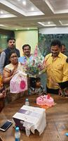विवाह वर्षगांठ के शुभअवसर पर परिवार संग बांटी खुशियां