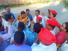बुलंदशहर जिला कार्यालय में गठबंधन प्रत्याशी योगेश वर्मा के पक्ष में भारी मतदान करने की अपील