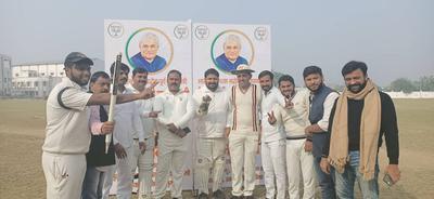 लखनऊ में अटल स्मृति के अवसर पर खेला गया मैत्री क्रिकेट मैच