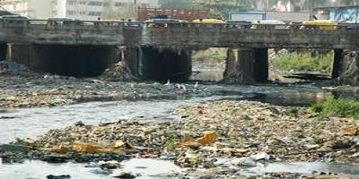 """हिंडन नदी – जहरीले नालों से धीमी पड़ती """"नमामि गंगे योजना"""" की रफ़्तार, घुल रहा हिंडन में विष"""