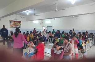 दिव्यांग बच्चों में कपड़ा व खाद्य सामग्री का वितरण