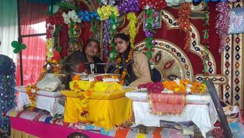 ज्योतिष्ना कटियार - राधा कृष्ण दरबार, बहबलपुर में आयोजित श्रीमद भागवत कथा में पहुंचकर लिया व्यास जी का आशीर्वाद