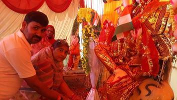 ज्योतिष्ना कटियार - नगर पंचायत अकबरपुर स्थित काली मठिया मंदिर में माता का लिया आशीर्वाद