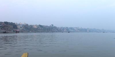 गंगा नदी और गीता – गंगा कहती है - तुम धन उपार्जन के लिये हमारा दोहन कर रहे हो, इसके बदले में तुम्हें अशांति मिल रही है. अध्याय 16, श्लोक 4 (गीता : 4)