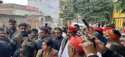स्थानीय जनता की समस्याओं को लेकर समाजवादी पार्टी के पार्षदों ने महापौर को सौंपा ज्ञापन