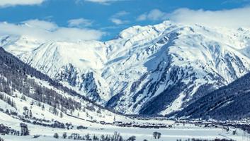 गंगा नदी - गंगा व हिमालय : पर्वत के रूप में हिमालय वातावरण का प्रतिपालक है