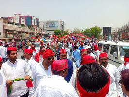 प्रयागराज में गठबंधन के भव्य रोड शो में उमड़ा जन सैलाब