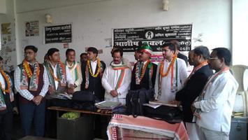 माती कोर्ट में अधिवक्ताओं को ग्रहण करायी गयी कांग्रेस पार्टी की सदस्यता