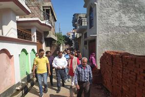 सआदतगंज वार्ड के विभिन्न क्षेत्रों में वार्ड की समस्याओं पर दैनिक जागरण टीम के साथ दौरा