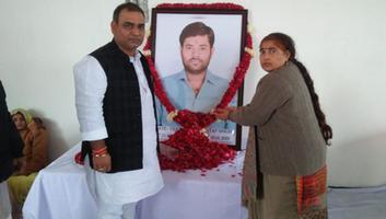 ज्योतिष्ना कटियार - पूर्व ब्लॉक प्रमुख के पुत्र के निधन पर शोकसभा में लिया हिस्सा