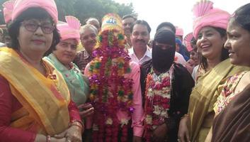 ज्योतिष्ना कटियार – मुख्यमंत्री सामूहिक विवाह सम्मेलन में हिस्सा लेकर नवदंपतियों को दिया आशीष