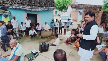 सर्वेश अंबेडकर - हमीरपुर उपचुनावों के मद्देनजर सुमेरपुर ब्लॉक के गांवों में जनसंपर्क अभियान