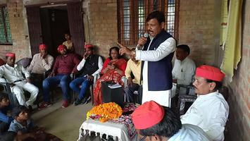 फूलपुर लोकसभा के विभिन ग्रामों में नुक्कड़ सभाओं को संबोधन