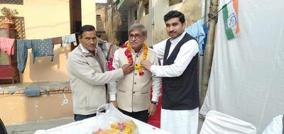 कल्याणपुर विधानसभा के खलासी लाइन वार्ड में कांग्रेसी वरिष्ठ जनों का हुआ सम्मान