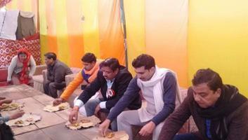 राजीव द्विवेदी - मकर संक्रांति के पावन अवसर पर कल्यानपुर विधानसभा में खिचड़ी भोज का आयोजन