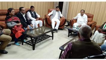 राजीव द्विवेदी - सर्किट हाउस में पूर्व कैबिनेट मंत्री नसीमुद्दीन सिद्दीकी के साथ हुयी अहम बैठक