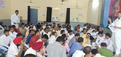 आगमी धरने को लेकर लखनऊ नगर कार्यालय में बैठक का आयोजन