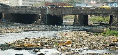 """गंगा नदी - जहरीले नालों से धीमी पड़ती """"नमामि गंगे योजना"""" की रफ़्तार, घुल रहा हिंडन में विष"""