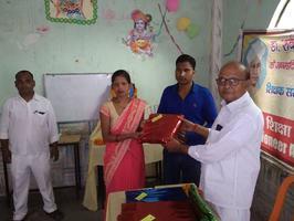 स्थानीय पार्षद ने शिक्षक दिवस पर शिक्षकों को किया सम्मानित